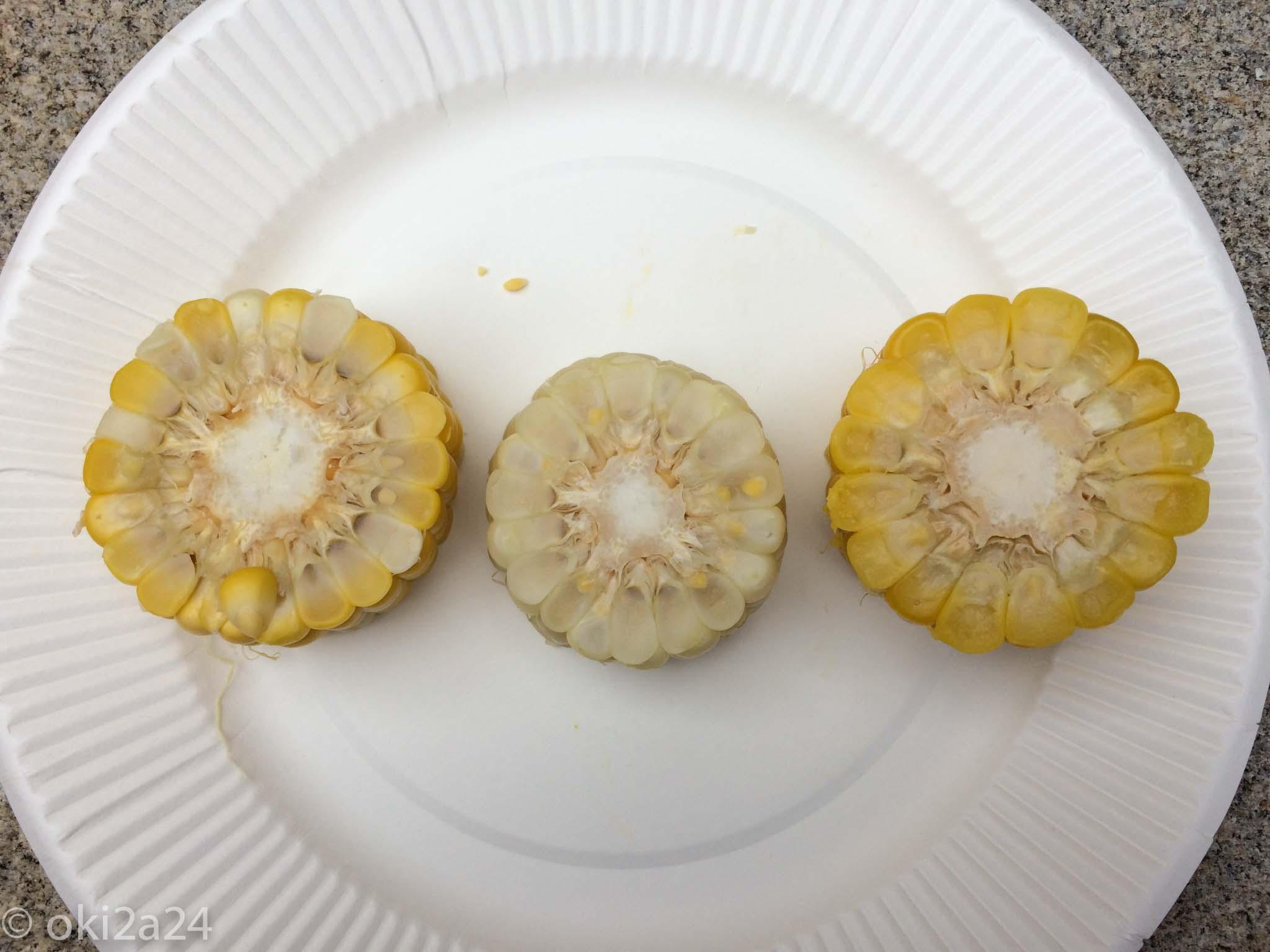 """道産""""トウモロコシ""""食べ比べ。見た目の違いは上からでもはっきりとわかりますね♪"""