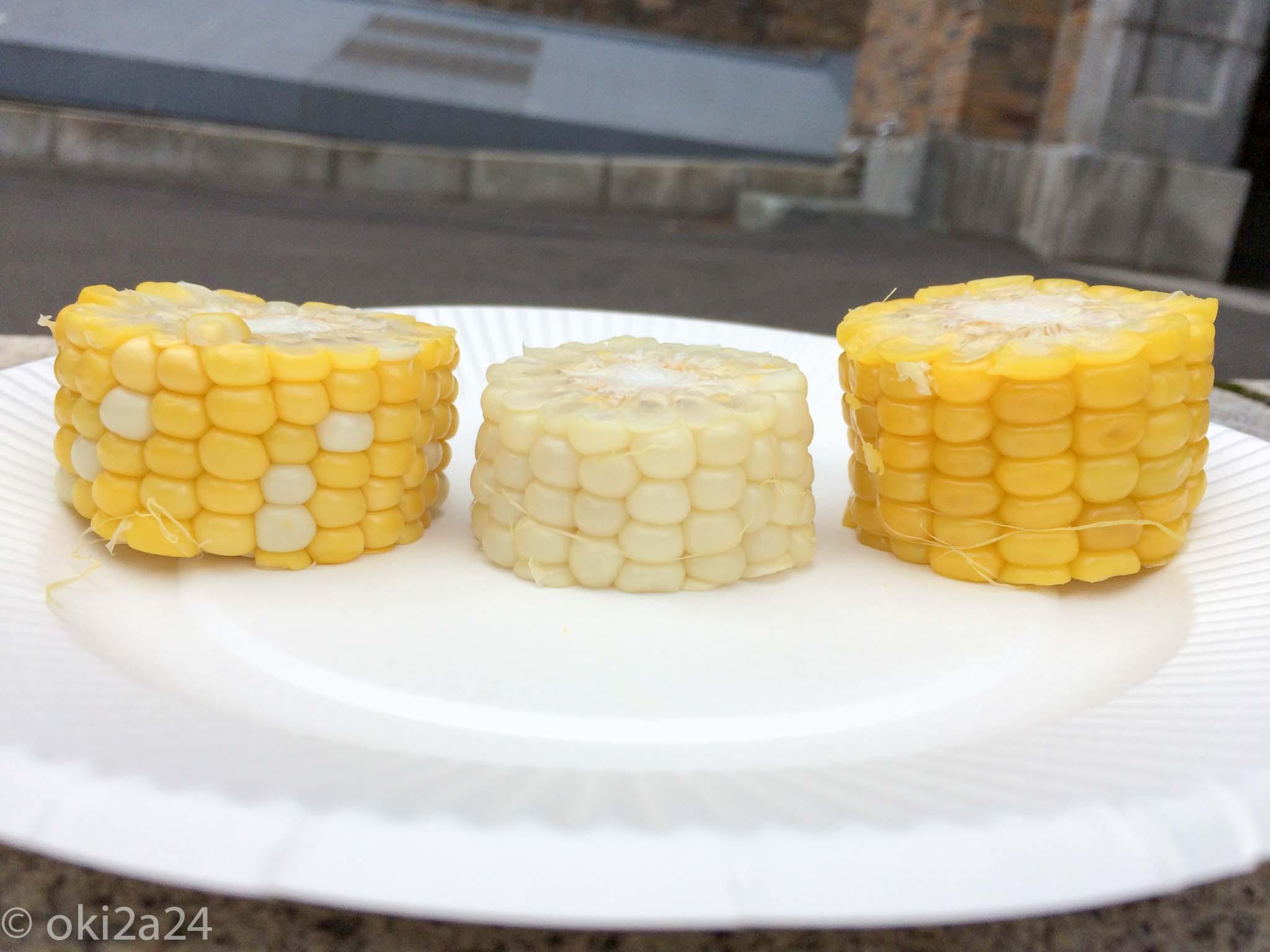"""道産""""トウモロコシ""""食べ比べ。横から見れば見た目の違いがはっきりとわかります!"""