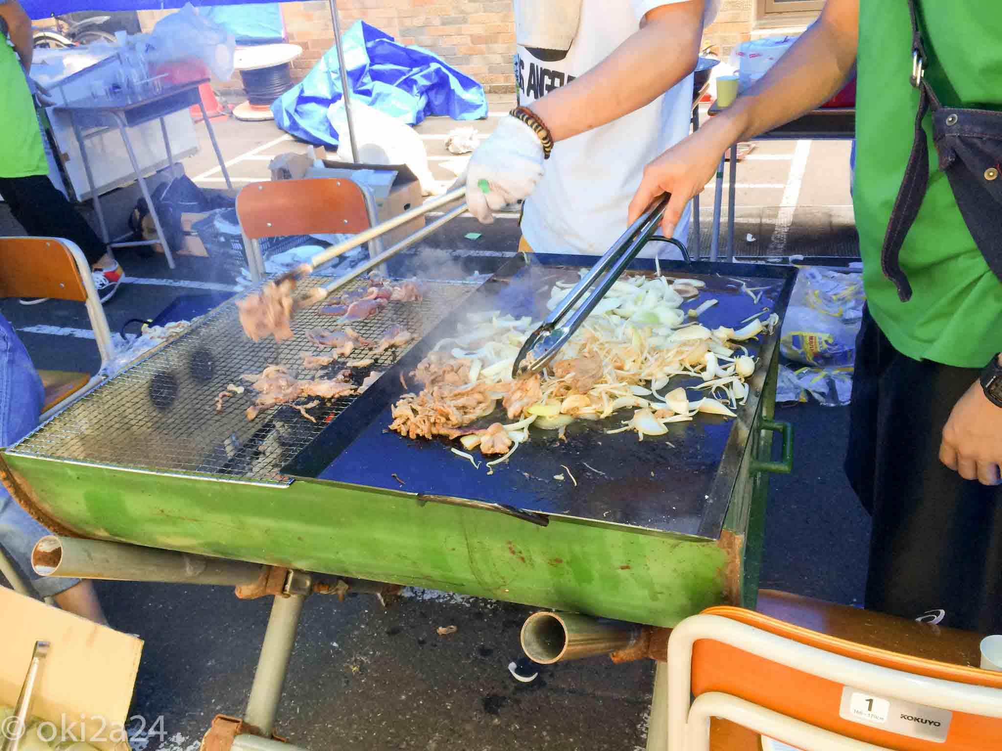 学ぶーすの命をつなぐジンギスカン、の調理風景